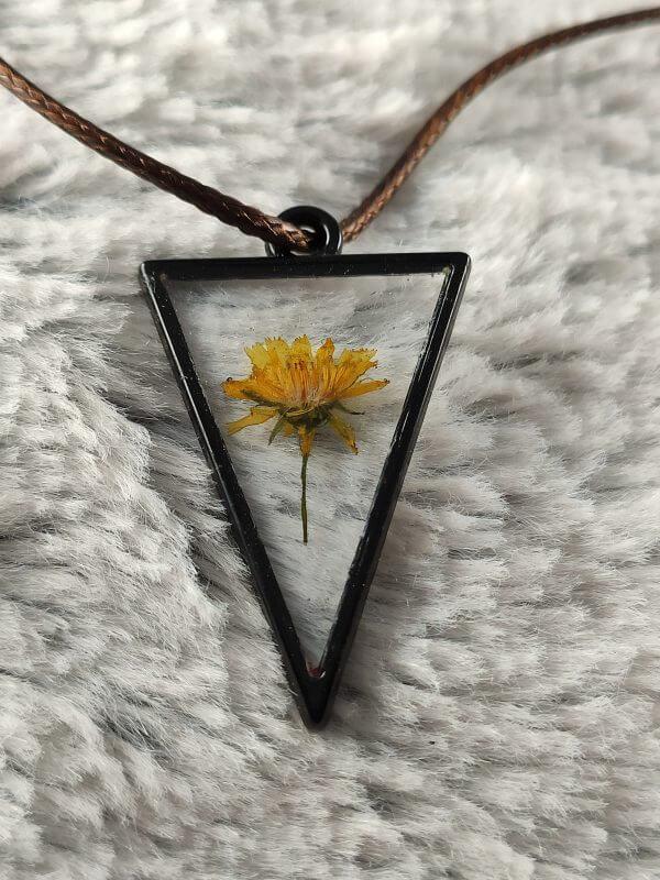 Átlátszó sárga háromszög női nyaklánc