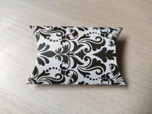 párna dobozka fehér alapon fekete minta