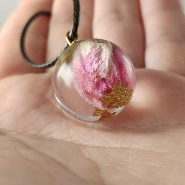 Varázsgömb - pink rózsával női nyaklánc