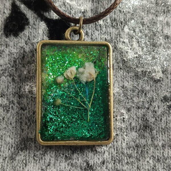 Smaragdzöld fátyolvirág női nyaklánc