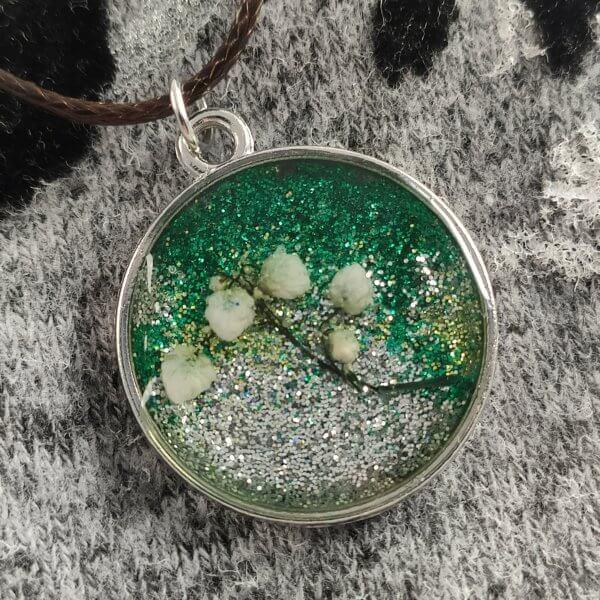 Kerek ezüst-zöld fátyolvirág női nyaklánc