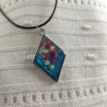 Ezüst-kék rombusz fátyolvirág női nyaklánc