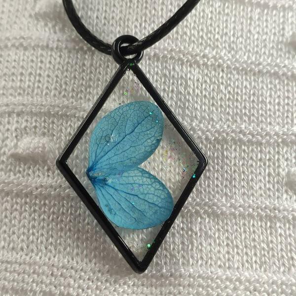 Égszínkék pillangó hortenzia női nyaklánc